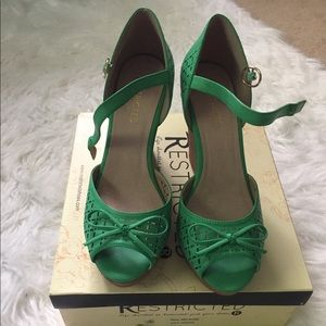 NIB Restricted Melrose Green Wedges